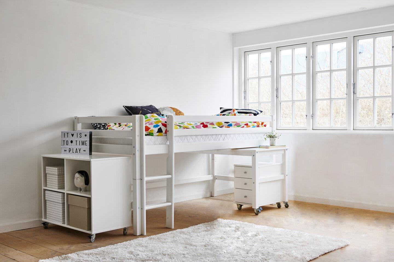 halvhøj seng med skrivebord og opbevaring